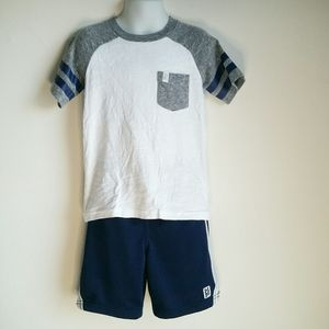 Carter's boy's outfits size 5t